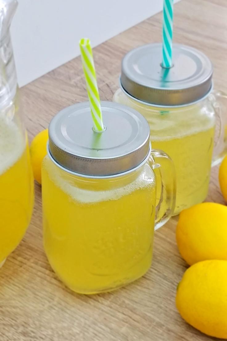 Punch de limonada de ananas
